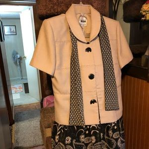 Women's Leslie Fay two piece suit with skirt